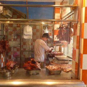 Canton est célèbre pour sa gastronomie; ici une boutique spécialisée dans le canard laqué.