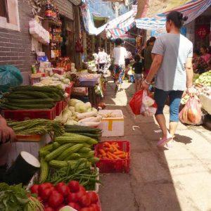 Petit marché populaire en centre ville