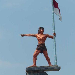Singaraja: comme un peu partout à Bali, de nombreuses statues ont été édifiées à la gloire des combattants de l'indépendance