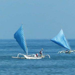 Jukung: petits trimarans, voiliers équipés de 2 balanciers et d'une voile triangulaire