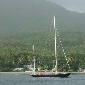 Ketch: un voilier à deux mâts dont le grand mât est situé à l'avant et le petit (mât d'artimon) à l'arrière
