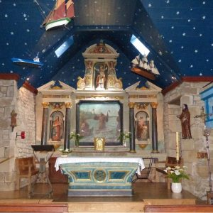 Intérieur de la Chapelle de Saint Philibert, en face de Locmariaquer
