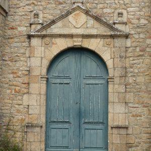La porte de l'Eglise de Notre Dame de Kerdro à Locmariaquer