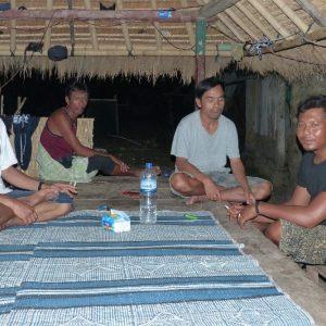 Le repas du soir avec Didier, Alan, Safari et un pêcheur à Gili Asahan
