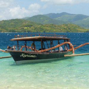 Petit bateau de promenade à Gili Asahan