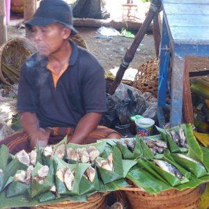 Scène de marché près de Tetebatu