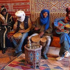 Concert d'anniversaire improvié par Ramon et ses amis à Telouet