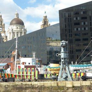 Liverpool: les bâtiments anciens côtoient les constructions modernes
