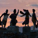 Statues à la gloire du peuple indonésien sur la plage de Kuta Lombok