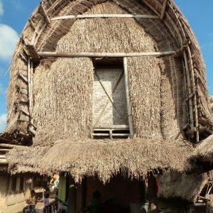 Dans le village Sasak de Sade à Lombok, un lumbung , grenier à riz traditionnel sur pilotis