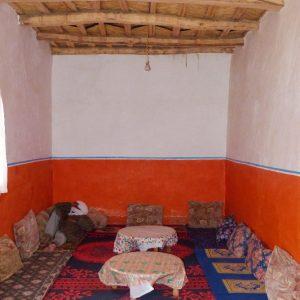 Salon traditionnel dans une maison berbère du Haut Atlas