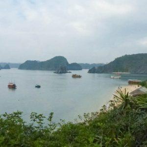 La Baie d'Halong vue du sommet de Monkey Island