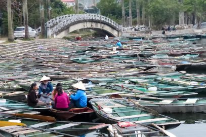 Les pirogues à Tam Coc avant l'arrivée des touristes